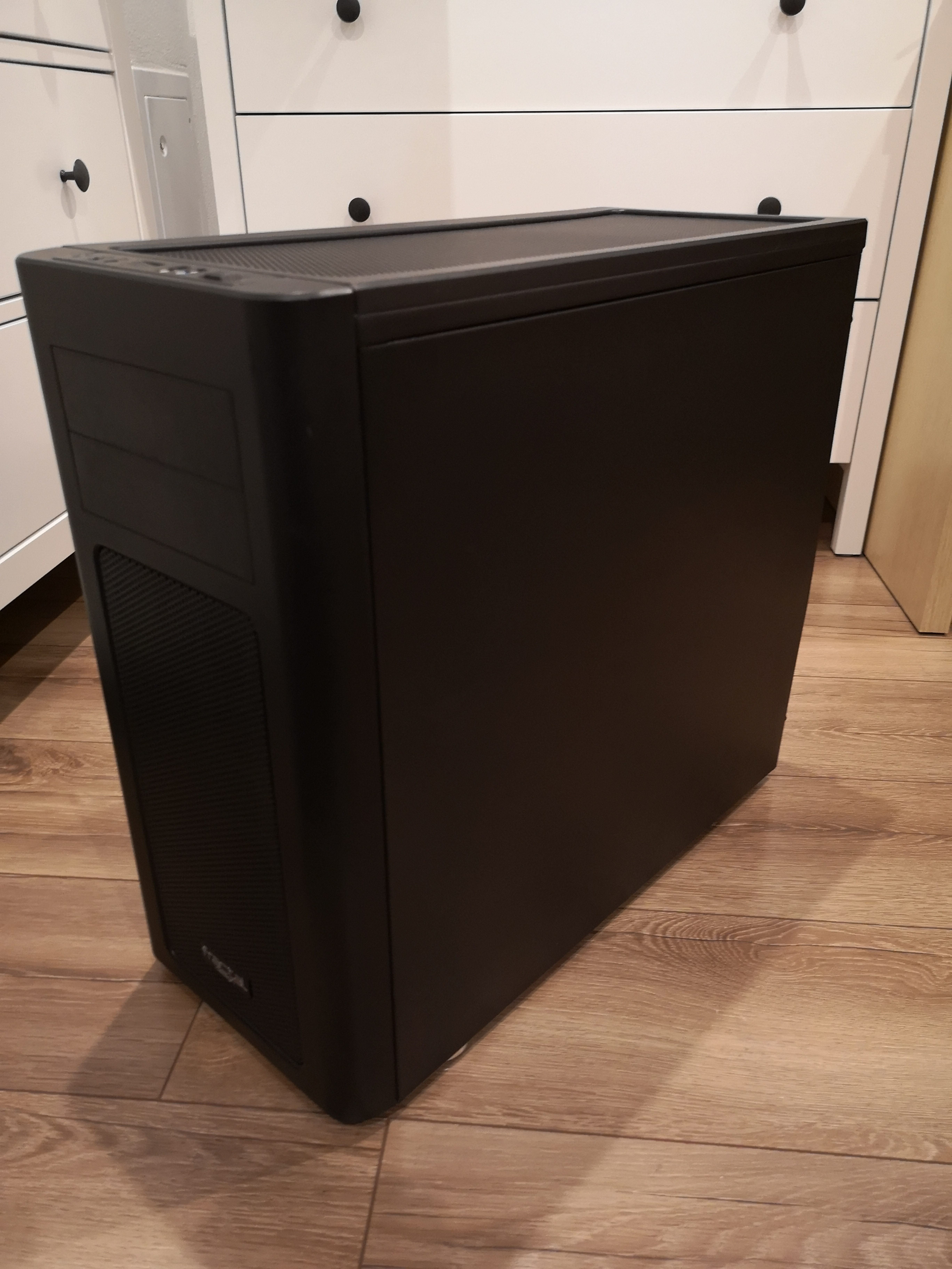 P: PC Skrinku Fractal Design ARC Midi R2